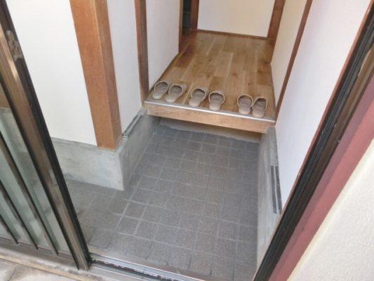玄関:現地(2021年10月)撮影(玄関)
